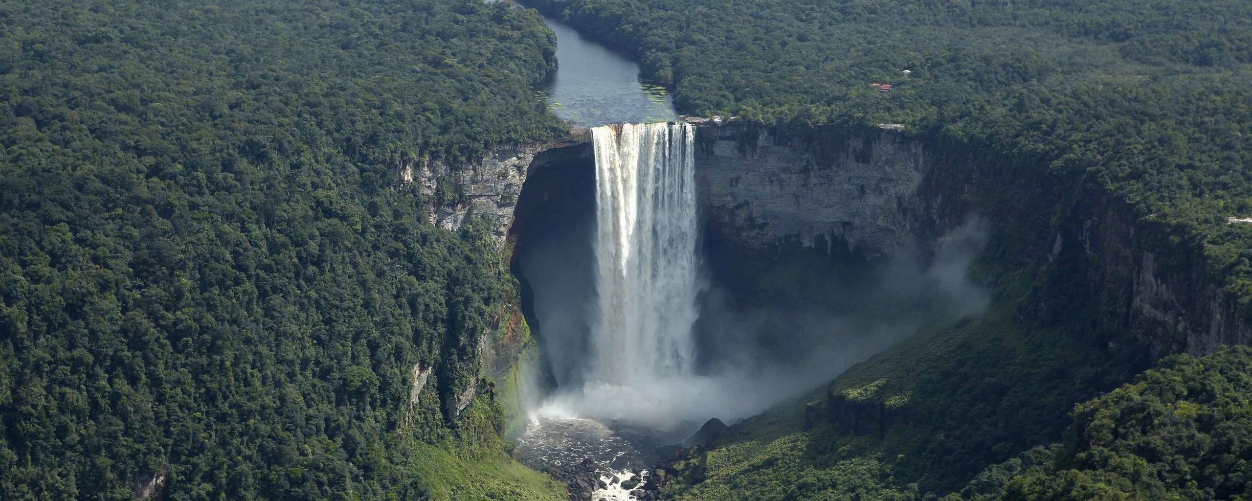 kaieteur_falls_in_southern_guyana